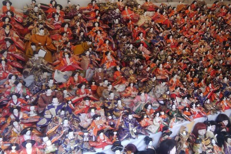 数多くの人形