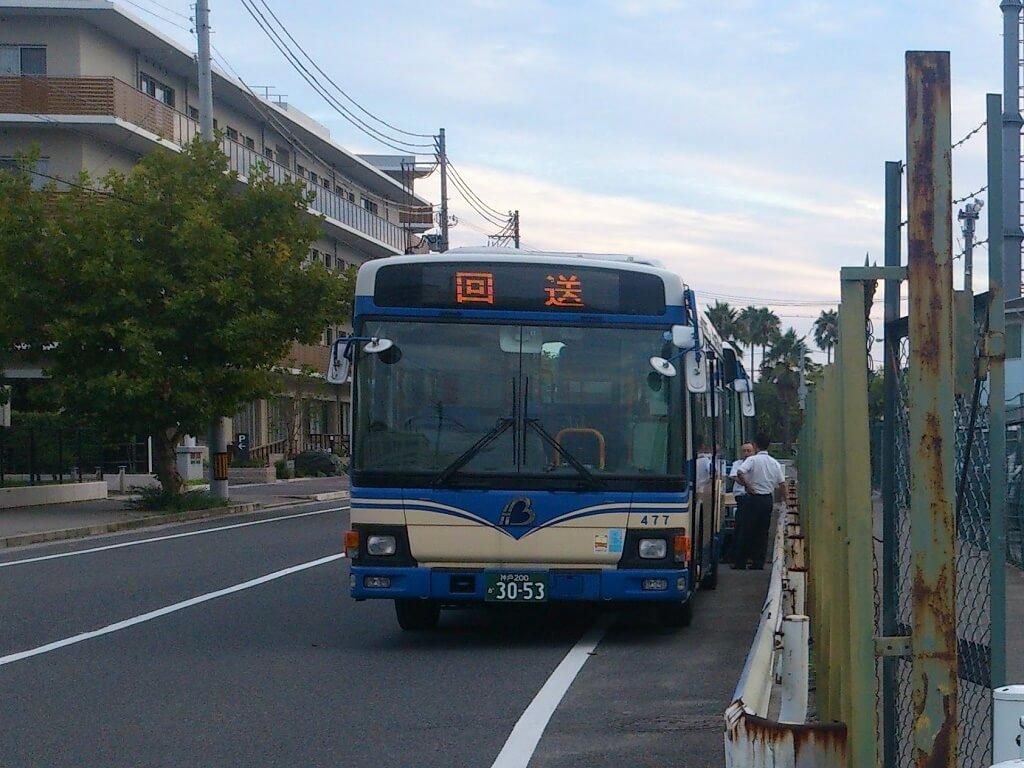 停泊中のバス