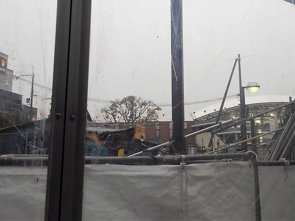 解体中の建物