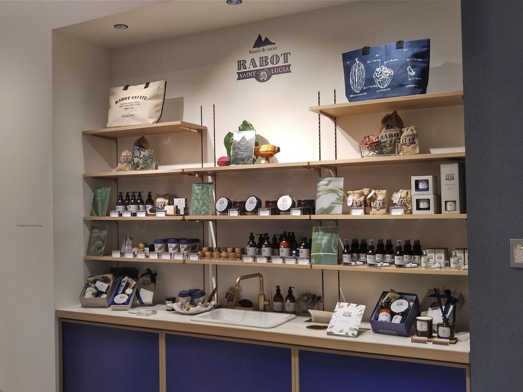 コスメの商品棚